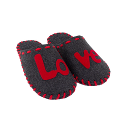 """Тапочки домашні чоловічі з повсті Lapti темно-сірі з написом """"LOVE"""""""