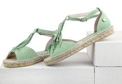 Замшевые ментоловые сандалии с бахромой на подъеме