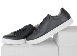 Black leather sneakers (M)