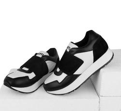 Кожаные бело-черные кроссовки широкая липучка (W)