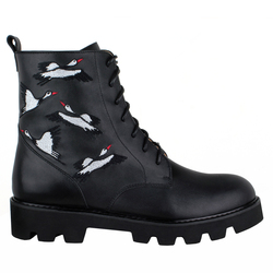 Кожаные черные высокие ботинки с вышивкой  (W)