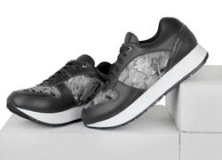 Кожаные серые кроссовки с вставками из лака и ткани альпнина (W)
