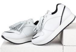 Кожаные белые кроссовки с лаковой вставкой (W)